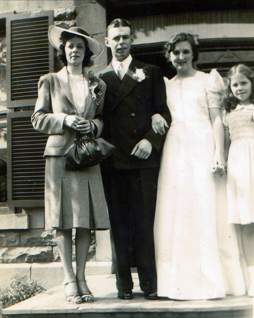1940, 25 mai - Laurette, Albert, Henriette, Suzanne Thivierge ... Mariage