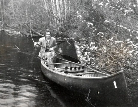 1940, Henriette en canot