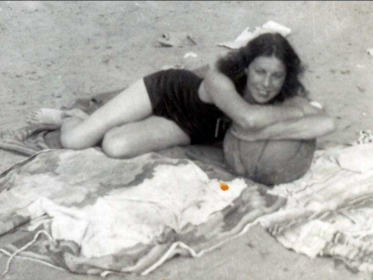 1940 approx Laurette Thivierge