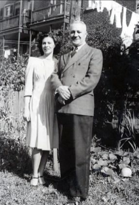 1940, approx Laurette et son père Horace Thivierge