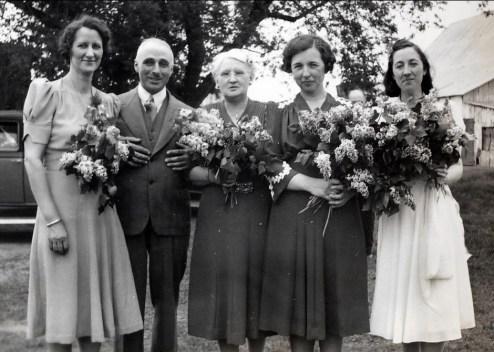 1940, au mariage de Simone - Mlle Parenteau, FDK, mne Bouchard, Germaine et Jeanne
