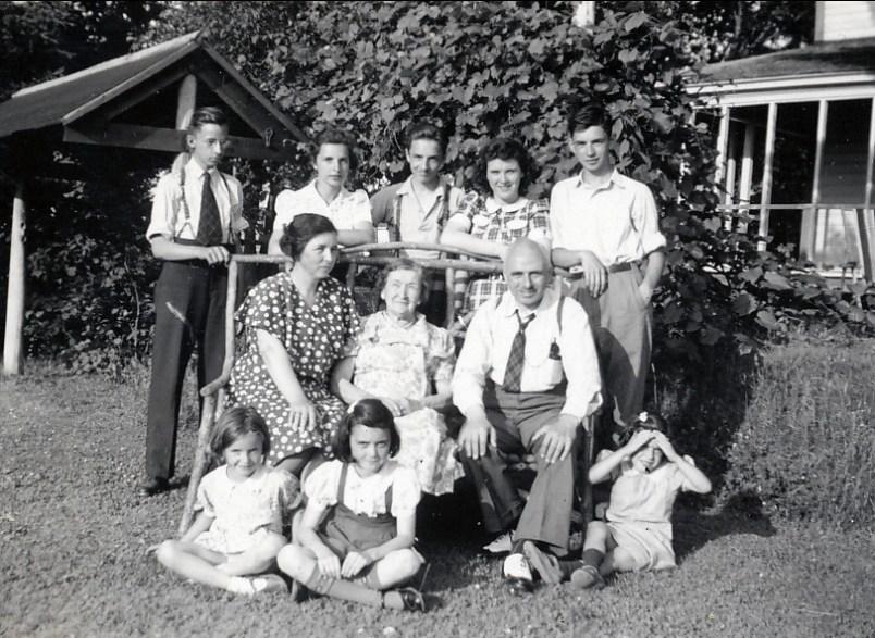 1941, famille de Kinder à St-Didace chez Claire Hamelin
