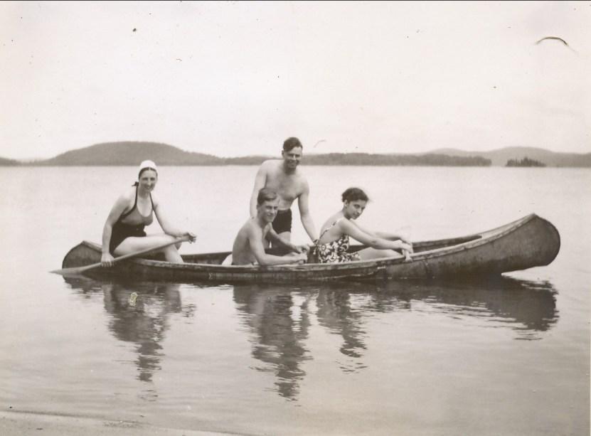 1941, Henriette, Albert, ..., Gaby en canot