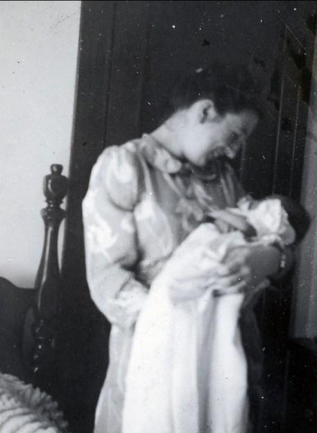 1941 Henriette avec Paulette