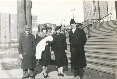 1941, baptême - François de Kinder, marraine avec Paulette, Germaine et Albert