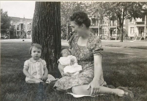 1942, Henriette au parc avec Paulette et Marc