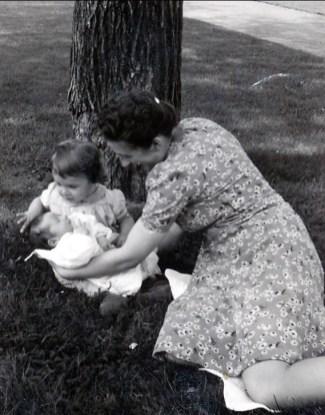1942, Henriette avec Paulette et Marc (bébé)