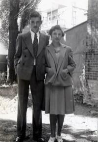 1942, Louis et Gaby de Kinder