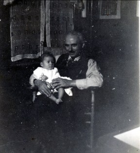 1942, Marc à 5 mois avec Françcois de Kinder