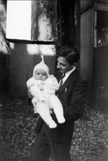 1942, Robert avec Paulette - 5684 rue Clark