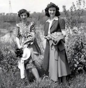 1943, Gaby de Kinder et Claire Hamelin à St-Didace