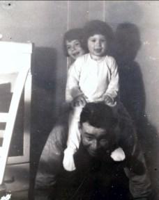 1943, Marc et Paulette à cheval sur Albert