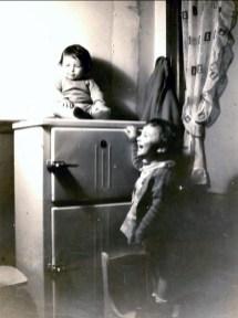 1943, Marc sur la glacière et Paulette