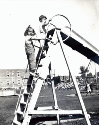 1944, Paulette et Marc Thivierge parc rue Papineau