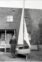 1944, approx Robert avec le bateau de Louis