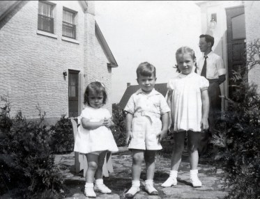1945, août, Irène, Marc et Paulette Thivierge