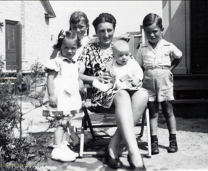 1946, Irène, Paulette, Henriette avec Bobby, Marc