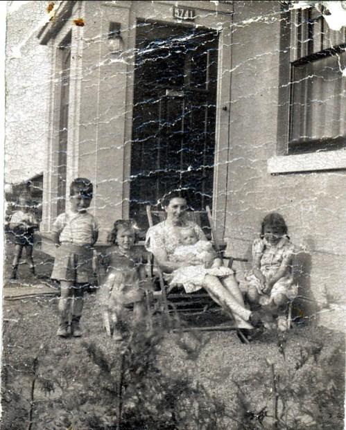 1946, Marc, Irène, Henriette avec Bobby et Paulette Thivierge