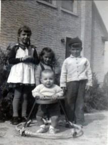 1946, Paulette, Irène, Marc, Bobby en marchette