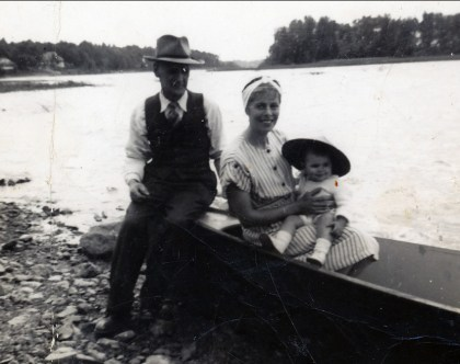 1947 approx Lauréat Bergeron, Laurette et Jim ou Hélèna Sofio