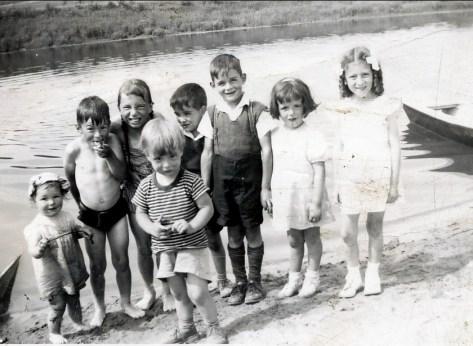 1948, St Canut - Suzanne, Marc, Paulette, Bobby, Gilles, Claude, Monique, ... à vérifier