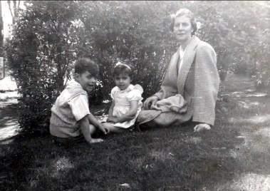 1948 approx Jimmy, Hélèna et Laurette Sofio