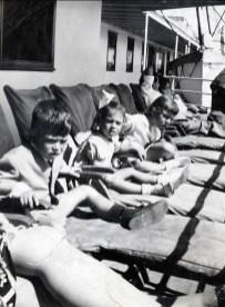 1948, bateau - Marc, Irène et Paulette Thivierge