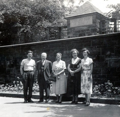 1950, approx Gérard, Jean-Baptiste et Victoria Bessette, Germaine et Gaby