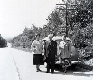 1950, approx Germaine de Kinder, Jean-Baptiste et Victoria Bessette