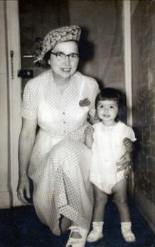 1952, Johanne de Kinder et sa grand mère