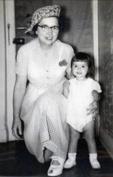 1953, Germaine et Johanne de Kinder