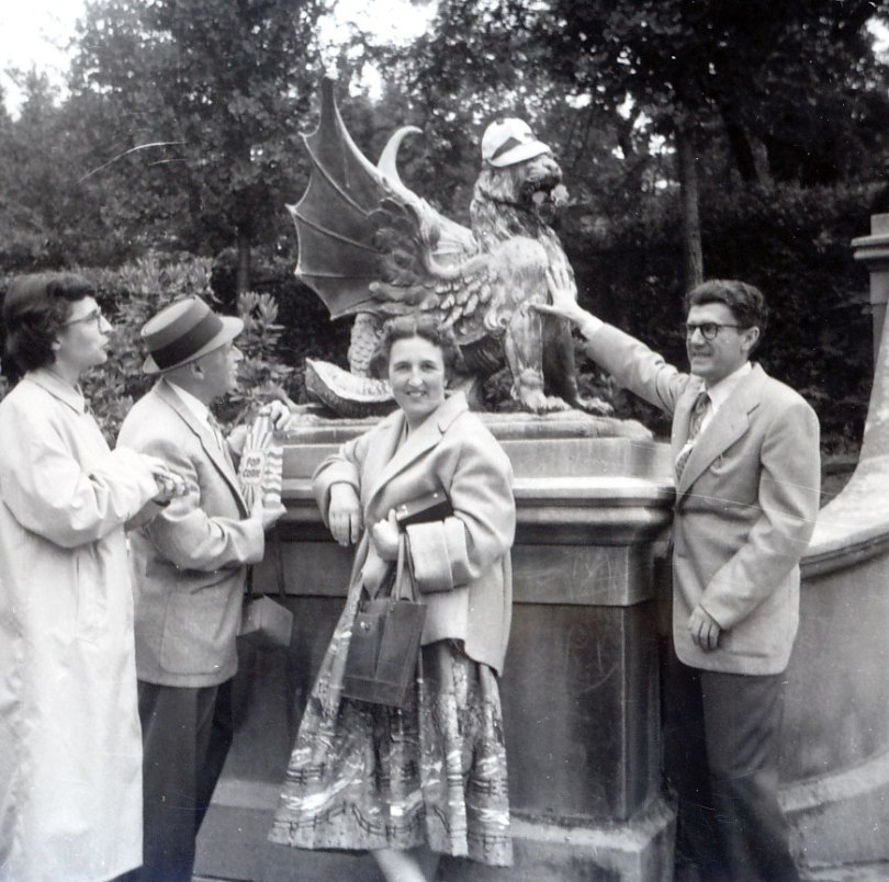 1958, Gaby, François et Henriette de Kinder et Gérard Bessette