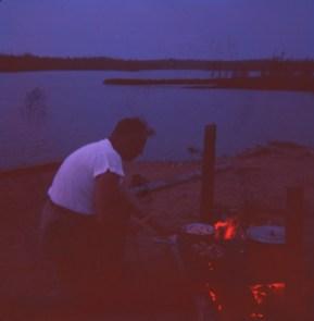 1959, Chibougamau Albert et cuisson au feu de camp