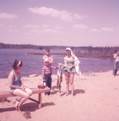 1959, Chibougamau Anna Gruenefeld, Richard, Bobby et Irène