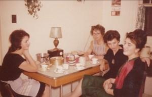 1961, Irène, Germaine, Gaby et Paulette - cuisine rue Émile