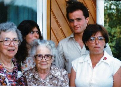 1981, mars - Germaine, Geneviève, Jeanne, Stéphane, Lyette à Val David