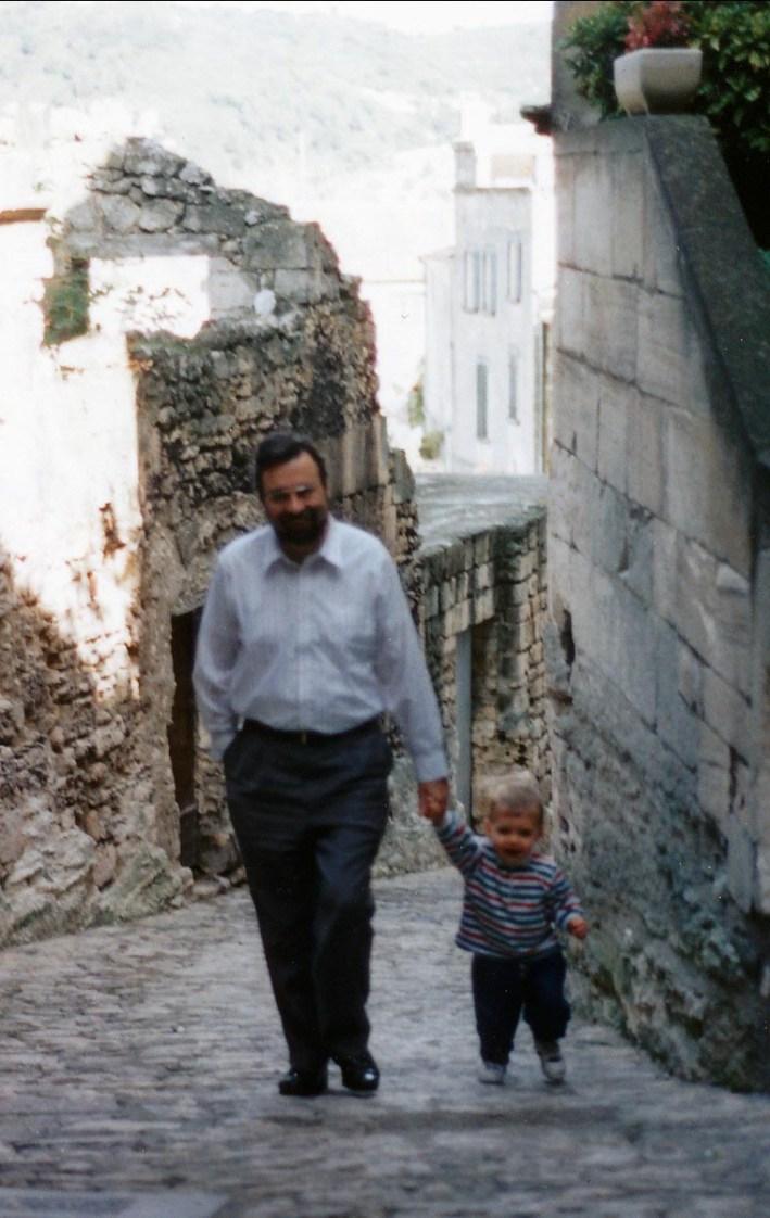 1994, Robert avec Nicolas aux Baux de Provence
