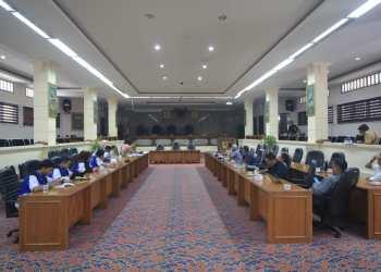 Relawan TIK Kota Cirebon memenuhi undangan Komisi II DPRD Kota Cirebon