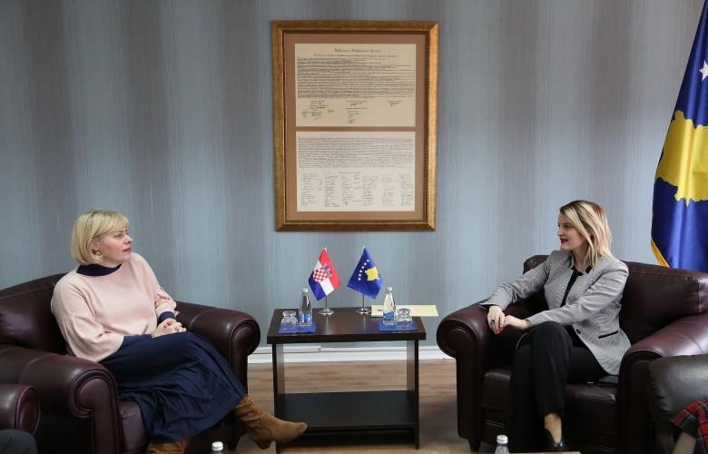 Ministrja Hoxha: Kroacia përkrah Kosovën në të gjithë hapat integrues