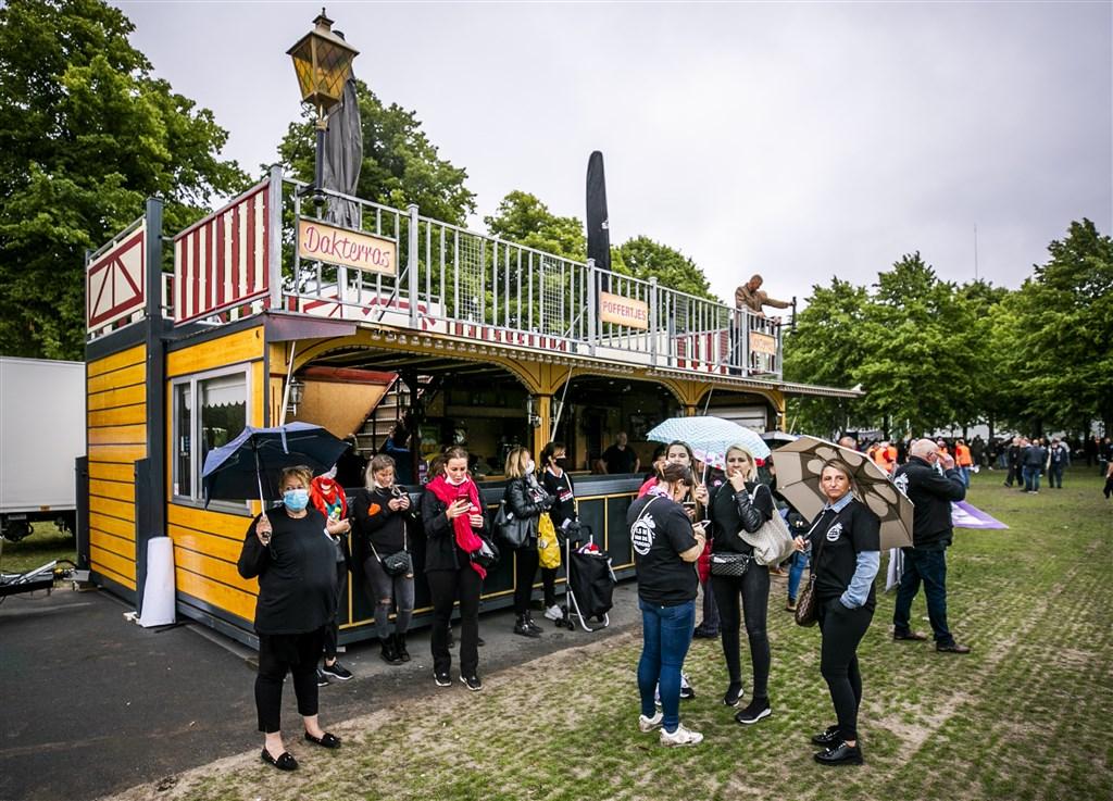https www rtlnieuws nl nieuws nederland artikel 5149931 tientallen kermiswagens op malieveld voor protest