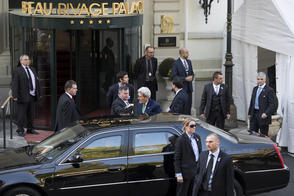 Le Secrétaire d'Etat américain John Kerry en train d'arriver à l'hôtel Beau-Rivage, à Lausanne, où il a rencontré son homologue russe Sergueï Lavrov.