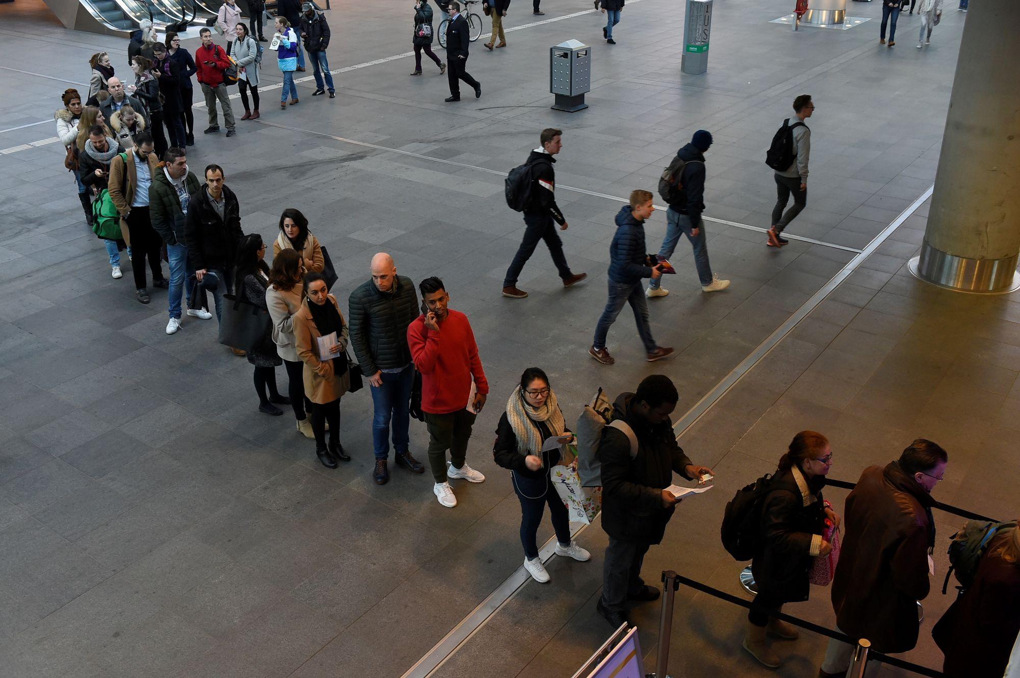 Les électeurs ont fait la queue mercredi à La Haye pour voter.