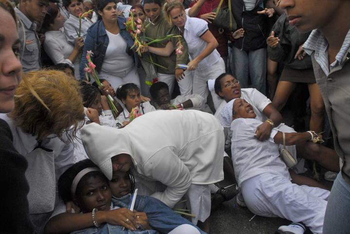 https://i2.wp.com/www.rtve.es/imagenes/damas-blanco-acosadas-grupos-pro-gubernamentales/1268856909441.jpg
