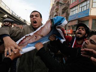 Ver vídeo 'Los egipcios salen de nuevo a la calle para pedir el fin del régimen de Mubarak'