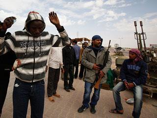 Ver vídeo 'Los rebeldes se movilizan para repeler los bombardeos de Gadafi'