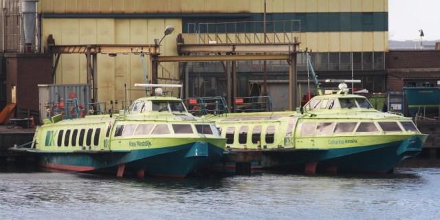 Twee van de vier Fast Flying Ferry-boten liggen werkloos in de 3e Rijksbinnenhaven in Velsen-Noord. Foto: RTVSeaport.nl/Ron Pichel