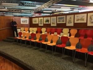 De schilderij zijn te bezichtigen in het theater van de bibliotheek