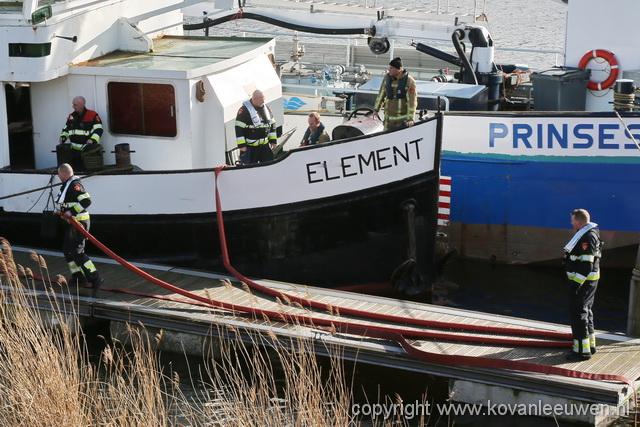 'Studentenwoonboot' lek bij sluizen IJmuiden