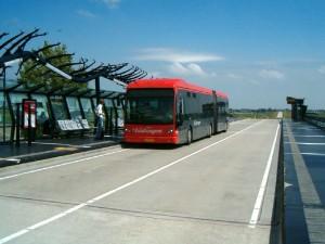 De bekende snelbus tussen Haarlem, Hoofddorp, Schiphol en Amsterdam-Zuid-oost Foto: Flickr/Shirley de Jong