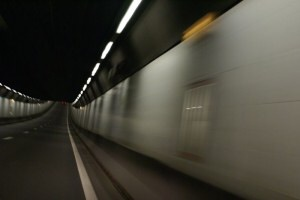 Hoge trucks op de foto bij Velsertunnel